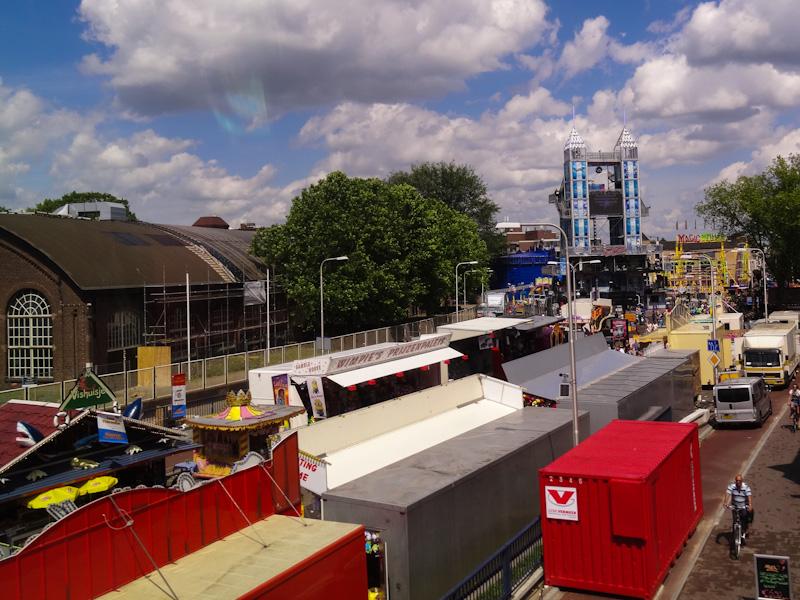 Trein kwam langs de kermis in Tilburg, maar het weer was niet goed genoeg voor een kermisrondje