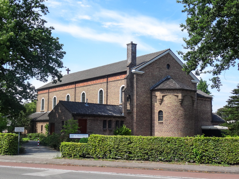 Kerk in Emmen, waar ik snel weer weg was.